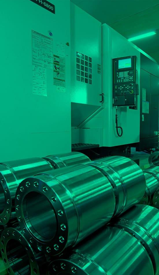 Geometrisesti vaativia koneistettuja komponentteja odottamassa 3D-mittausta.